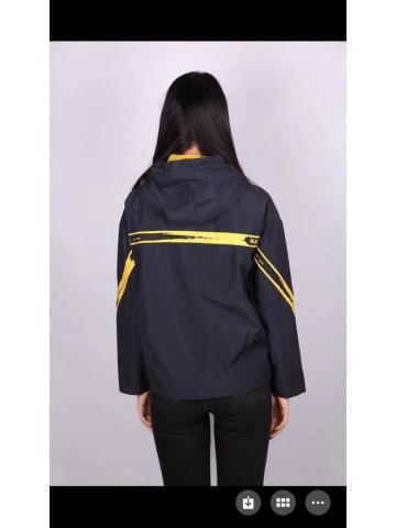 Женская куртка с капюшоном на подкладке 527